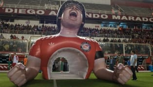 Argentinos Juniors estrenó una manga con la cara de Diego Armando Maradona para salir al campo de juego en su estadio. Repasamos otros ocurrentes ejemplos del...