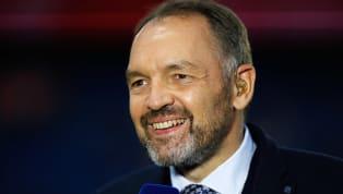 Très critiqué par les téléspectateurs à cause de ses analyses peu convaincantes, Stéphane Guy est, malgré cela, toujours le commentateur du match de clôture...