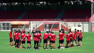 A diretoria do Santos segue pressionada para contratar jogadores qualificados pedidos pelo técnico Jorge Sampaoli. Com dificuldades financeiras, o presidente...