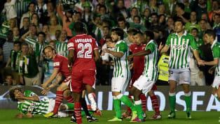 El derbi sevillano siempre ha sido un partido de máxima rivalidad y sus dos aficiones, fogosas y fieles como pocas en España, han protagonizado muchos...
