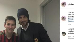 Cristian Zaccardo chiama Lionel Messi alMilan. L'ex difensore rossonero ha pubblicato su Instagram una foto della Pulce con la maglia milanista...
