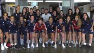 El capitán de La Roja se ha acercado hasta la Ciudad del Fútbol de las Rozas donde se encuentran concentradas las chicas para preparar el amistoso ante...