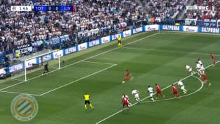 Ngay phút thứ nhất trận đấu, cầu thủ phòng ngự bên phía Tottenham để bóng chạm tay đầy bất cẩn biếu cho Liverpool cơ hội mười mươi để mở tỷ số. Trên chấm...