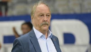 Na tarde doúltimo sábado (15), o presidente do Conselho Deliberativo do Cruzeiro,Zezé Perrella, solicitou via carta o afastamento da alta cúpula do clube,...