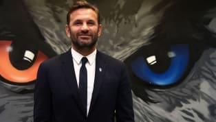 Fenerbahçe'de Mert, İrfan Can ve Mahmut için resmi teklifini yapan yönetim istediği neticeyi henüz alamadı. Sarı-lacivertli takımın hedefindeMedipol...