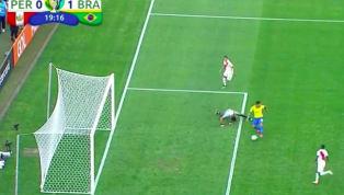 Roberto Fermino mới đây đã có một bàn thắng vào lưới tuyển Peru ở Copa America một cách không thể dễ dàng hơn khi có sự 'trợ giúp' của thủ thành đội bạn....
