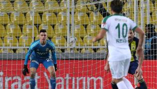 Fotospor'da yer alan habere göre;Fenerbahçe'nin son dönemdekikaleci arayışlarından rahatsız olan genç file bekçisiBerke Özer'in kendisini kadrosuna katmak...