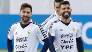 La amistad entre estos dos cracks nació en el predio de Ezeiza en la previa del Mundial Sub 20 de Holanda 2005. Messi era muy tímido y encontró en el Kun un...
