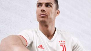 La Juventus de Turin avait déjà annoncé son maillot domicile novateur avec seulement une bande blanche et une bande noir, une première dans son histoire. Le...