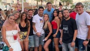 Lionel Messi continue de bien profiter de ses vacances. Destination cette fois-ci : Ibiza Après une Copa America compliquée mais une saison réussie sur le...