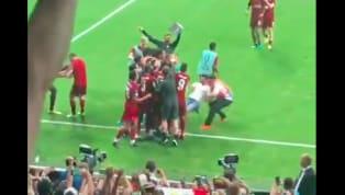 Mới đây đã xuất hiện video cho thấy khoảnh khắc thủ môn của LiverpoolAdrian đang ăn mừng chiến thắng ở Siêu Cup Châu Âu thì bị một người hâm mộ lao vào đá...