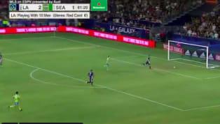 È già l'autogol dell'anno? Se non è così, poco ci manca. Protagonisti i LA Galaxy. La squadra di Zlatan Ibrahimovic, in vantaggio per 2-1 contro i Seattle...