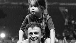 Cựu huấn luyện viên Barcelona và tuyển Tây Ban Nha Luis Enrique mới đây dã thông báo tin buồn khi con gái của ông Xana đã qua đời vì bạo bệnh, bé hưởng dương...