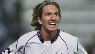 Román Fernando Martínez nació en Deportivo Morón, club con el que debuto profesionalmente en 2000 y al que regresó en 2018. El talentoso volante también...