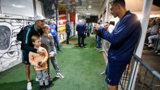 Trong trận đấu giữa Serbia và Bồ Đào Nha ở vòng loại EURO 2020, Nemanja Matic đã khiến nhiều CĐV bóng đá cảm động khi dẫn con trai đến xin chụp ảnh...
