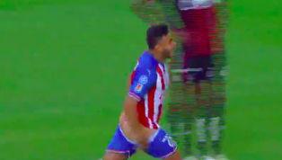 Sao Mexico Alexis Vega mới đây đã có màn ăn mừng khá phản cảm khi lột quần để lộ cả vòng hai sau pha lập công mang về chiến thắng cho đội nhà. Phút 63 trận...