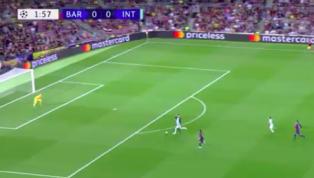 Inter mIlan bất ngờ mở tỉ số ngay phút thứ ba với bàn thắng của Lautaro Martinez ngay phút thứ ba sau một sai lầm của Barcelona. 