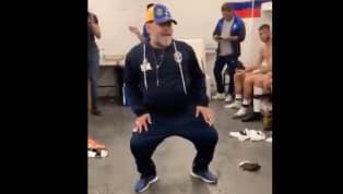 Una vez más Maradona nos regaló un gran momento. Pareciera quelos años no le pasarony que nunca tuvo ningún problema en las rodillas cuando se agacha y...