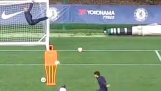 Marcos Alonso mới đây đã có một pha sút phạt chuẩn xác đến từng mm trong buổi tập của Chelsea. Ở bài sút phạt hàng rào, thủ thành Willy Caballero đã leo lên...