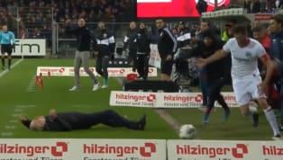 Se trata de David Abraham, quien supo defender los colores del Club Atlético Independiente. El entrenador damnificado fue Christian Streich, quien comanda el...