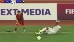 Đoàn Văn Hậu có hai lần húc đổ hai cầu thủ to cao của UAE trong trận đấu tối 14.11 qua. Hậu vệ cánh của tuyển Việt Nam chứng tỏ khả năng tì đè của mình là...