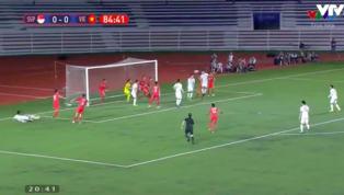 Phút 85 trận đấu, Hà Đức Chinh bật cao đánh đầu tung lưới U22 Singapore mở tỉ số cho U22 Việt Nam. Đây là bàn thắng phá vỡ thế bế tắc của trận đấu.