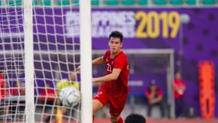 Tiến Linh nhận nhiệm vụ thực hiện lại quả penalty do chính anh mang về và gỡ hòa 2-2 cho U22 VN. Tiến Linh mang về quả penalty sau khi thủ môn Thái Lan phạm...