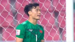 Chỉ chưa đầy 10 phút sau bàn mở tỉ số thì U23 Việt Nam đã để thủng lưới với sai lầm sơ đẳng của Bùi Tiến Dũng. Đường sút phạt của Triều Tiên không quá nguy...