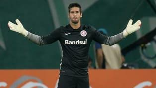 El portero brasileño debutó en el año 2013 con el equipo profesional. Luego sería vendido a la Roma por sus grandes actuaciones en una cifra récord de 32,5...