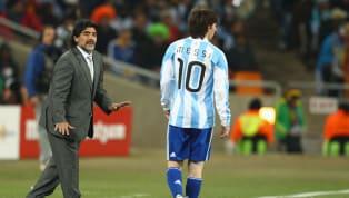 Dunia sepakbola baru saja berduka setelah kehilangan legenda asal Argentina, Diego Armando Maradona yang dikabarkan menderita serangan jantung di rumah sakit....