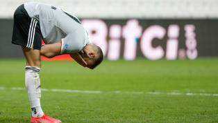 Sabah'ta yer alan habere göre; Beşiktaş'taCenk Tosungirdiği bir pozisyon sonrası dizinden sakatlandı ve sedyeyle oyundan alındı. Cenk Tosun'un acı içinde...