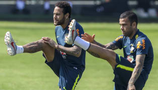 Alors qu'il est très souvent sous le feu des critiques avec le Brésil et le Paris Saint-Germain, Daniel Alves a volé au secours de Neymar en mettant en avant...