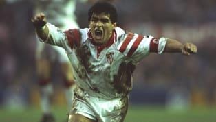 Uno de los dos equipos de la liga española en los que Maradona jugó durante su trayectoria fue el Sevilla. Antes había estado en el Barcelona, pero después de...