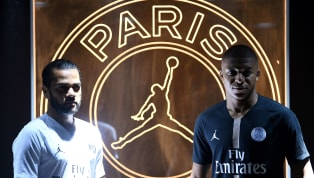 Pour fêter son cinquantenaire, le club parisien et son équipementier Nike vont lancer une gamme de vêtements noire et dorée, à la fois sobre et très élégante....