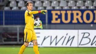 Die Spatzen pfeifen es bereits seit geraumer Zeit von den Dächern - nun soll der Transfer von Alexander Schwolow vom SC Freiburg zum FC Schalke 04 nahezu...