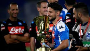 Dopo il decisivo gol contro l'Inter che ha spedito il Napoliin finale, Dries Mertens completa l'opera alzando al cielo la Coppa Italia. Al centro delle voci...