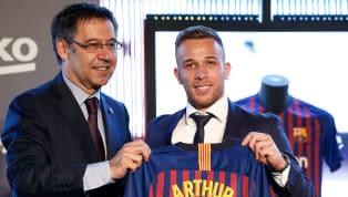 Meski sudah secara sah dibeli oleh Juventus, Arthur Melo sejatinya masih harus membela Barcelona setidaknya selama periode Agustus ini. Namun sayangnya sang...