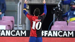 El homenaje deLionel MessiaDiego Armando Maradona tras su fallecimiento, mostrando tras su gol a Osasuna la camiseta que usó elDiezen paso porNewell's...