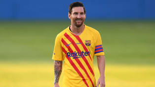 Até nisso um segue os passos do outro. Depois de Cristiano Ronaldo, Lionel Messi se tornou o segundo bilionário da história do futebol. Segundo a revista...