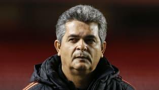 Lidando com inúmeros processos trabalhistas e ações na FIFA que geraram punições severas ao clube, o Cruzeiro segue 'de mãos atadas' no mercado, tendo em...