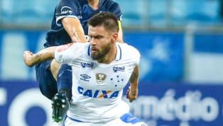 Em meio à crise financeira e crescente na Série B do Campeonato Brasileiro, o Cruzeiro segue no mercado e tem observado nomes para Luiz Felipe Scolari. Agora,...