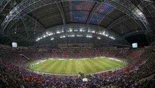 Permainan sepak bola tentu akan dimainkan di lapangan dengan standar yang sudah disetujui oleh FIFA dan tentunya dikelilingi oleh ribuan penonton yang...