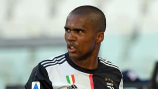 Era arrivato come uno dei colpi migliori del mercato bianconero edizione 2017-18. Ma ora Douglas Costa può rivelarsi per la Juventus un costoso flop....