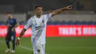ESPN ha revelado detalles del interior del vestidor del LA Galaxy y particularmente de la relación de Javier Hernández con sus compañeros, la cual sería...