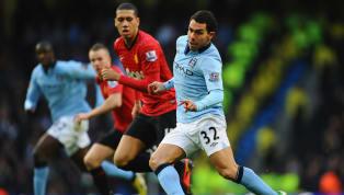 Recordamos cinco futbolistas que vistieron las dos camisetas del Derby de Manchester. 1. Denis Law Denis Law Su carrera se inició y culminó en el City...