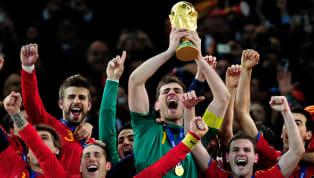Parecía imposible que algún día pudiéramos ver a un jugado español levantando una Copa del Mundo y justo hoy se cumplen diez años desde que la selección bordó...