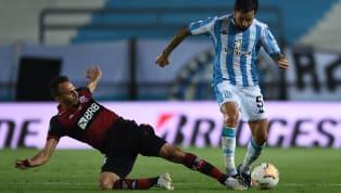 Sem o chileno Mauricio Isla, que sentiu um desconforto muscular no aquecimento e não pôde ir à campo, Rogério Ceni optou por escalar o lateral-esquerdo Renê...
