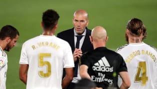 Interrogé sur le tandem Varane-Ramos en conférence de presse, Zinédine Zidane a encensé ses deux défenseurs. Selon lui, il s'agit de la meilleure charnière...