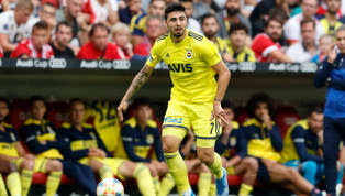 Transferde son dakika gelişmesi! Son iki sezonda Fenerbahçe forması altında müthiş bir çıkış yakalayan Ozan Tufan, birçok Avrupa kulübünün transfer hedefi...