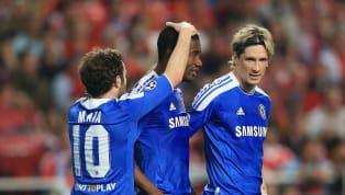 Cựu ngôi sao của Chelsea Salomon Kalou mới đây đã bị đội bóng Hertha Berlin phạt cấm đến sân tập vì bắt tay đồng đội. Bắt tay đồng đội không phải là chuyện gì...